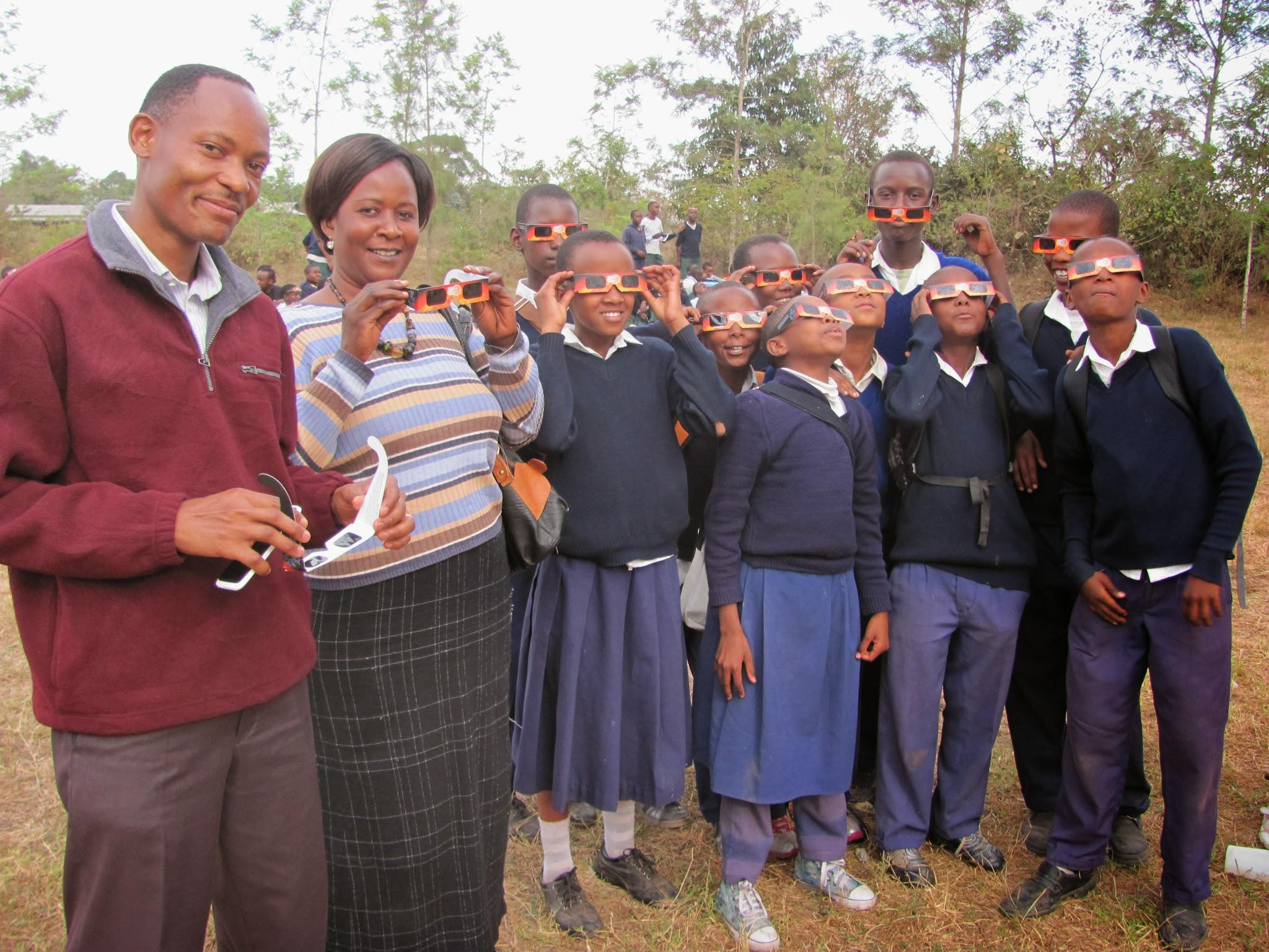 MMAO Eliatosha with students, viewing an eclipse